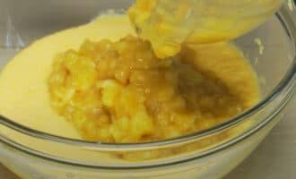 Яйца с маслом и бананами