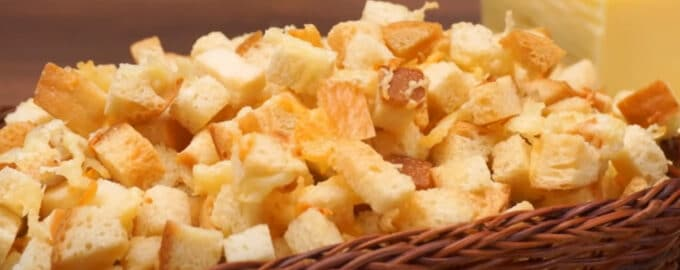 Домашние сухарики с сыром