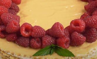 Вафельный торт с ягодами