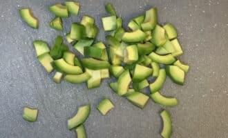 Авокадо кубиком