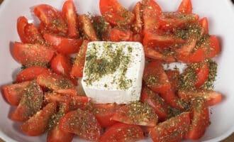 Сыр фета с помидорами